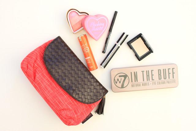 Inhoud van mijn make-up tasje 01